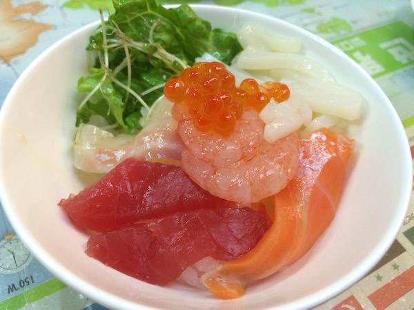 シメはミニ海鮮丼で