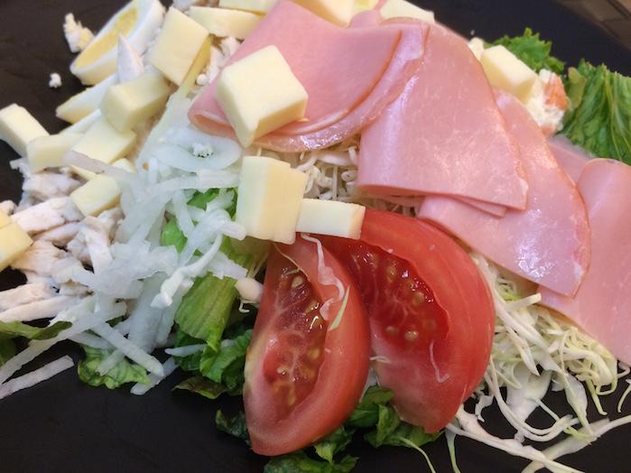 ハムチーズとモロモロサラダ