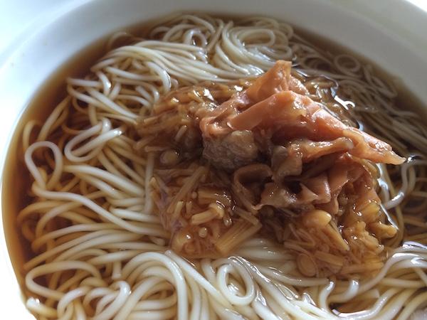 なめ茸缶詰と梅肉冷麺です