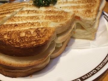 ポテトサンドトーストも量が大杉
