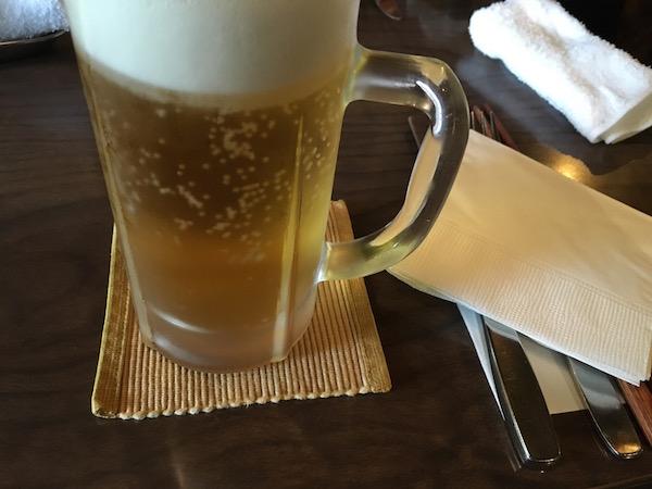 望羊蹄にて陽が高いうちからビール