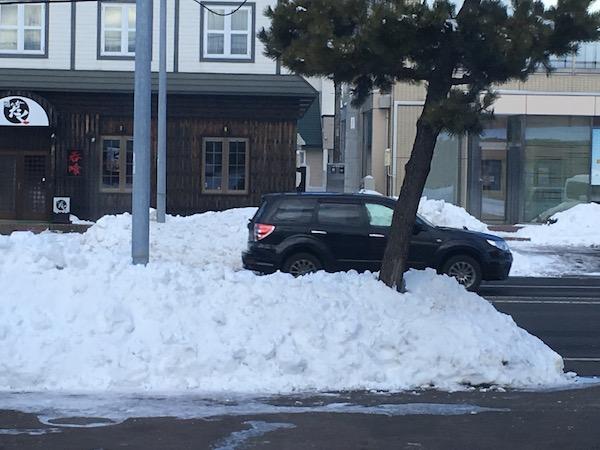 幹線道路の雪はなくなっていますが、、
