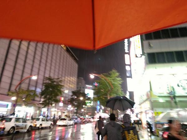ススキノは土砂降り