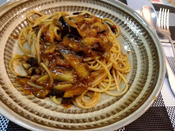 夕食は茄子のボロネーゼにしました