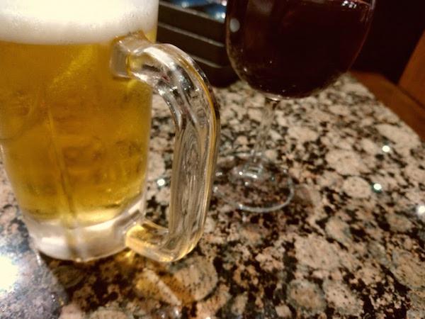 1杯目からビールとワインを注文してます