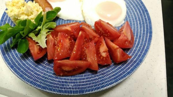 朝は大量のトマトを食べてます