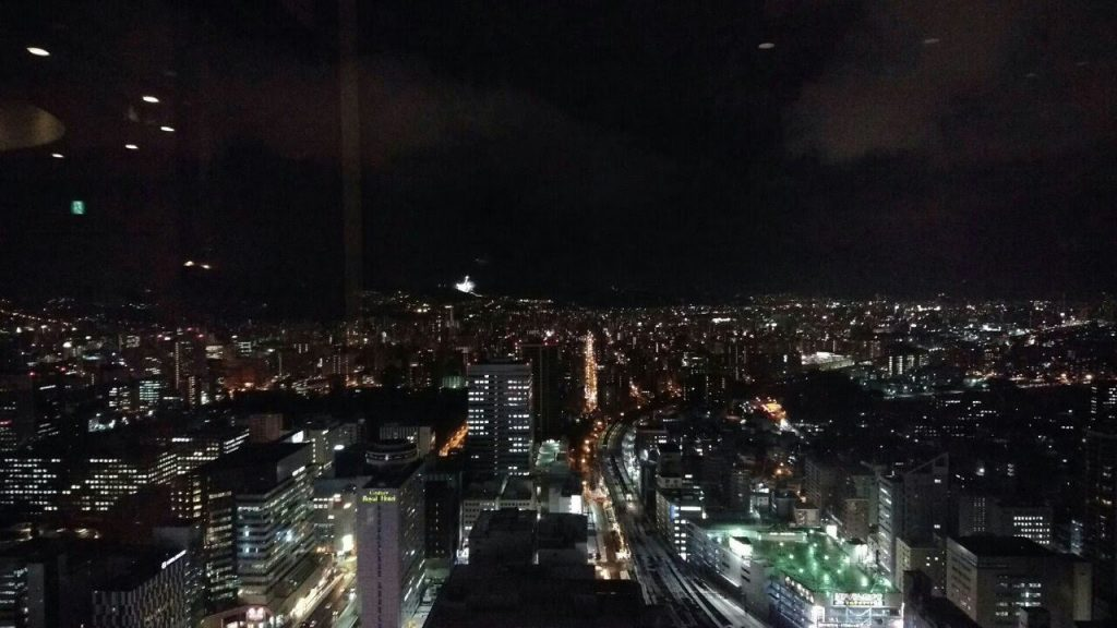 遠くに大倉山シャンツェ