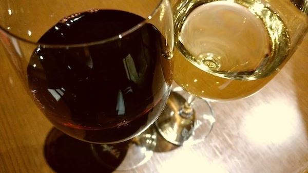 グラスワイン赤と白、両方ください