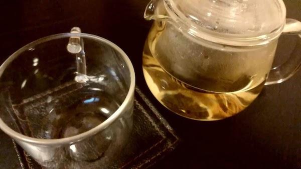 飲み物はホットウーロン茶でし